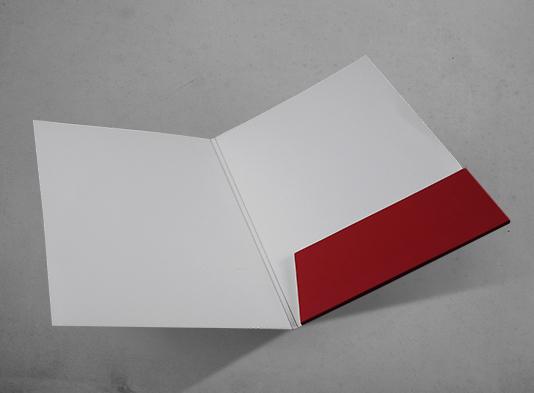 Carpeta-Din-A4-con-bolsillo-troquelada-y-con-lomo-abierto - ProPrintweb