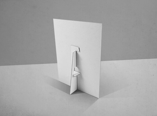Imprenta de Display encolada con peana abatible - Visión trasera
