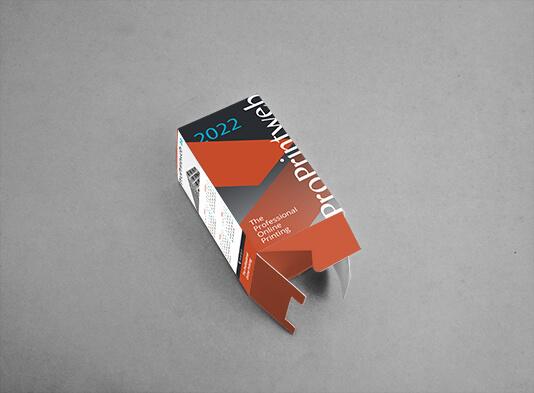 Calendario porta-lápices cuadrado con la base abierta
